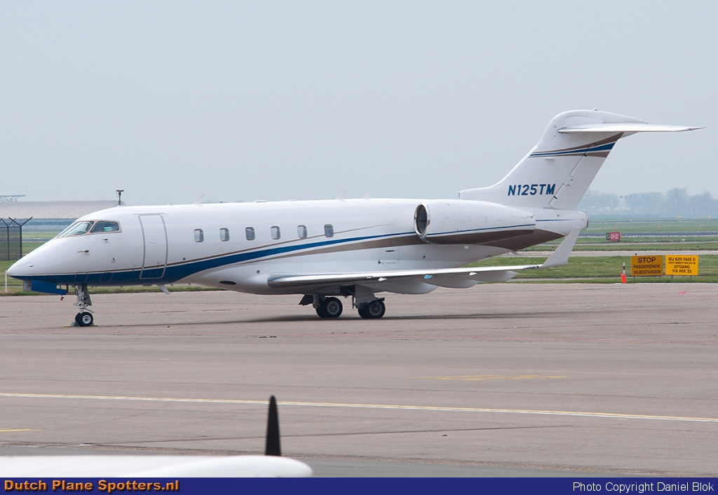 N125TM Bombardier Challenger 300 Private by Daniel Blok