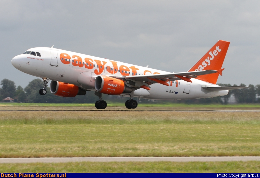 G-EZIY Airbus A319 easyJet by airbus