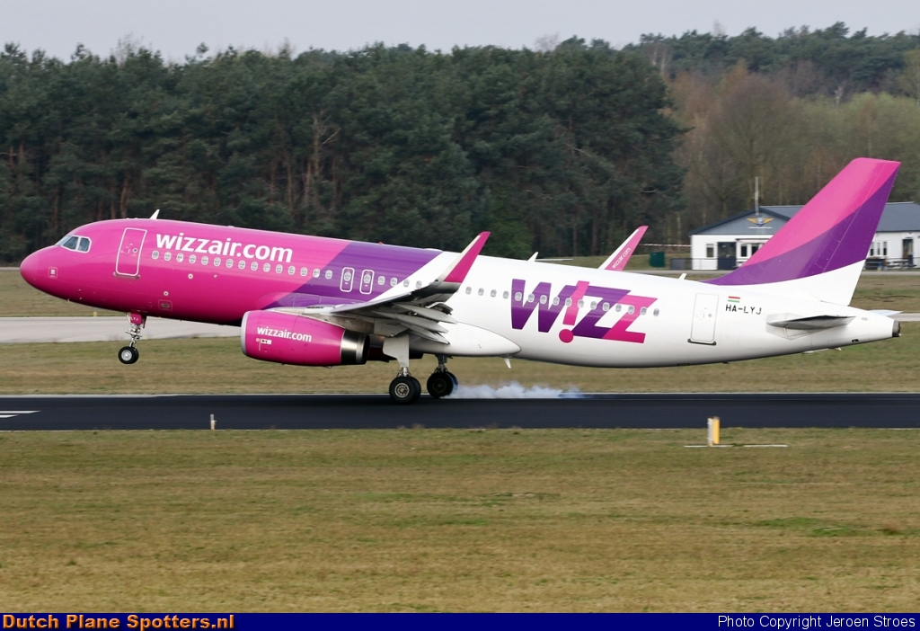 HA-LYJ Airbus A320 Wizz Air by Jeroen Stroes