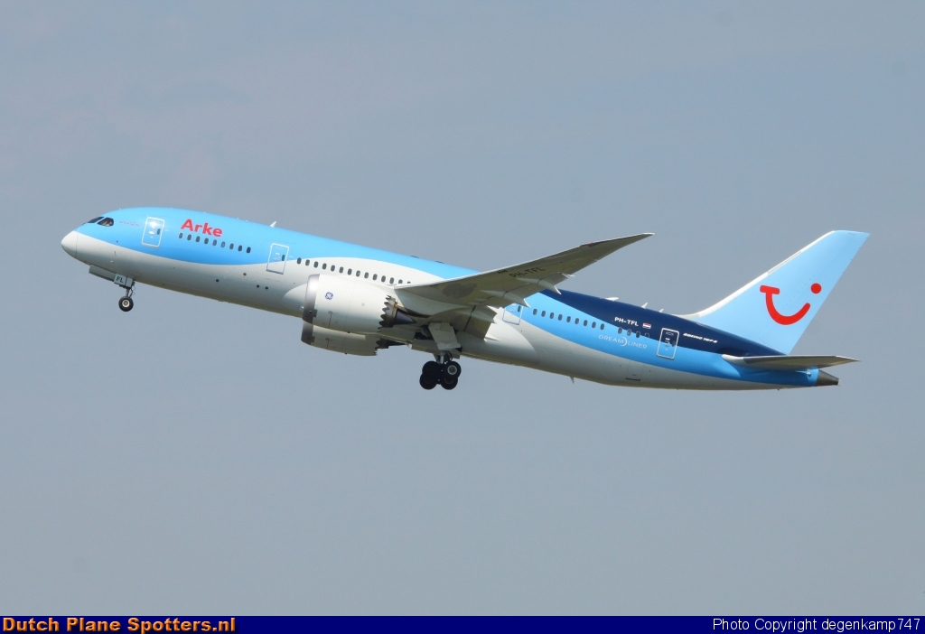 PH-TFL Boeing 787-8 Dreamliner TUI Airlines Netherlands by Herman Degenkamp