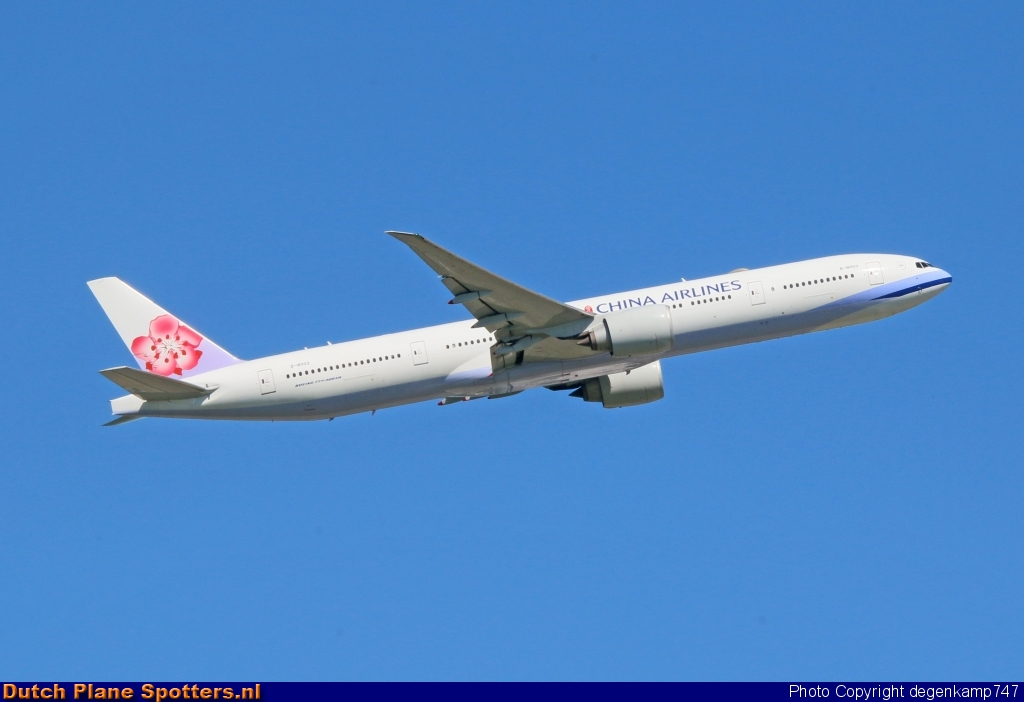 B-18003 Boeing 777-300 China Airlines by Herman Degenkamp