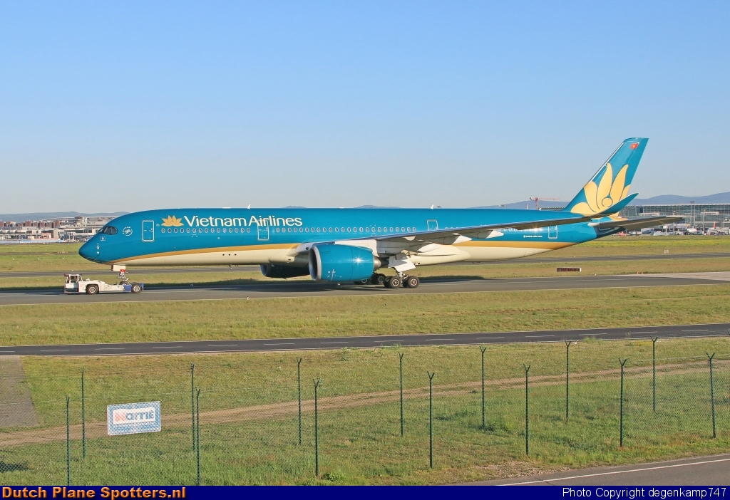 VN-A886 Airbus A350-900 Vietnam Airlines by Herman Degenkamp