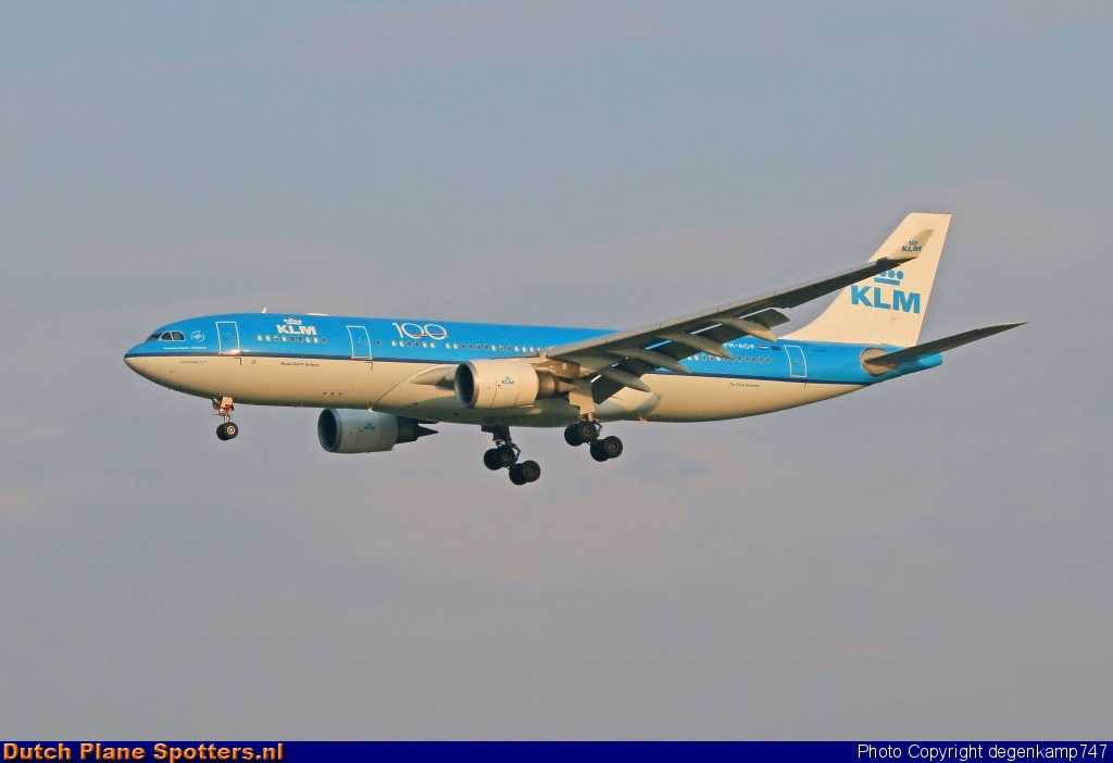 PH-AOF Airbus A330-200 KLM Royal Dutch Airlines by Herman Degenkamp