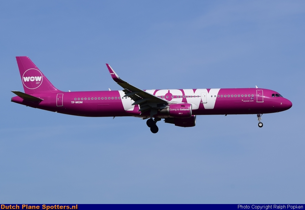 TF-MOM Airbus A321 WOW air by Ralph Popken