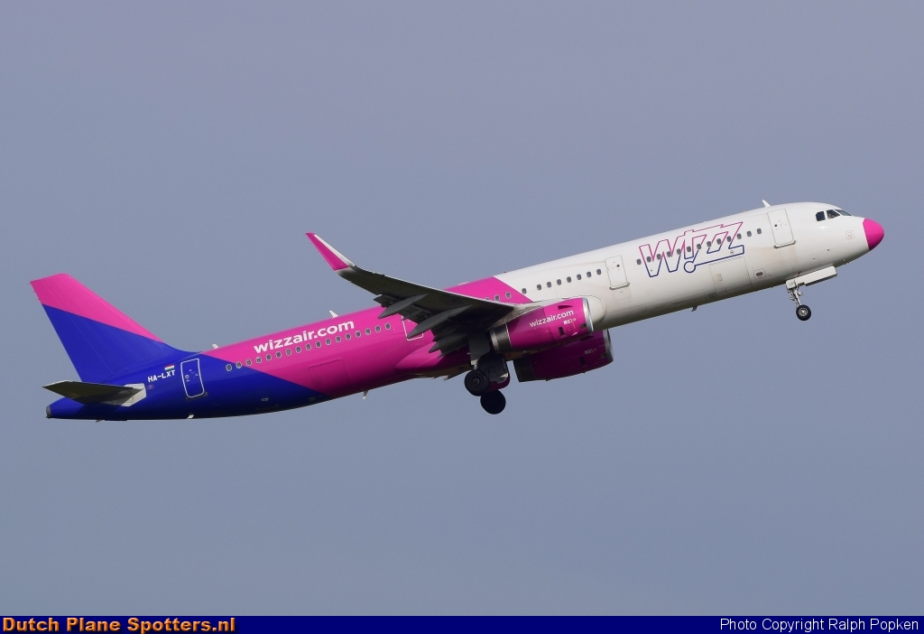 HA-LXT Airbus A321 Wizz Air by Ralph Popken