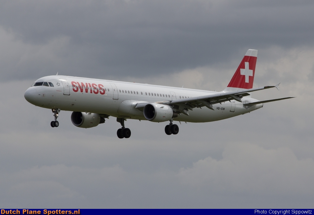 HB-IOM Airbus A321 Swiss International Air Lines by Sippowitz