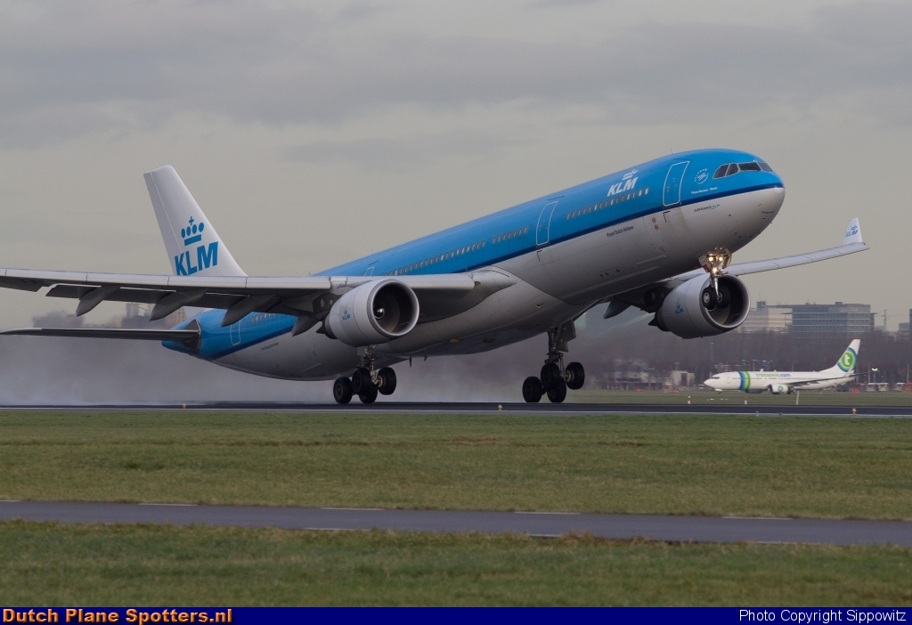 PH-AKB Airbus A330-300 KLM Royal Dutch Airlines by Sippowitz