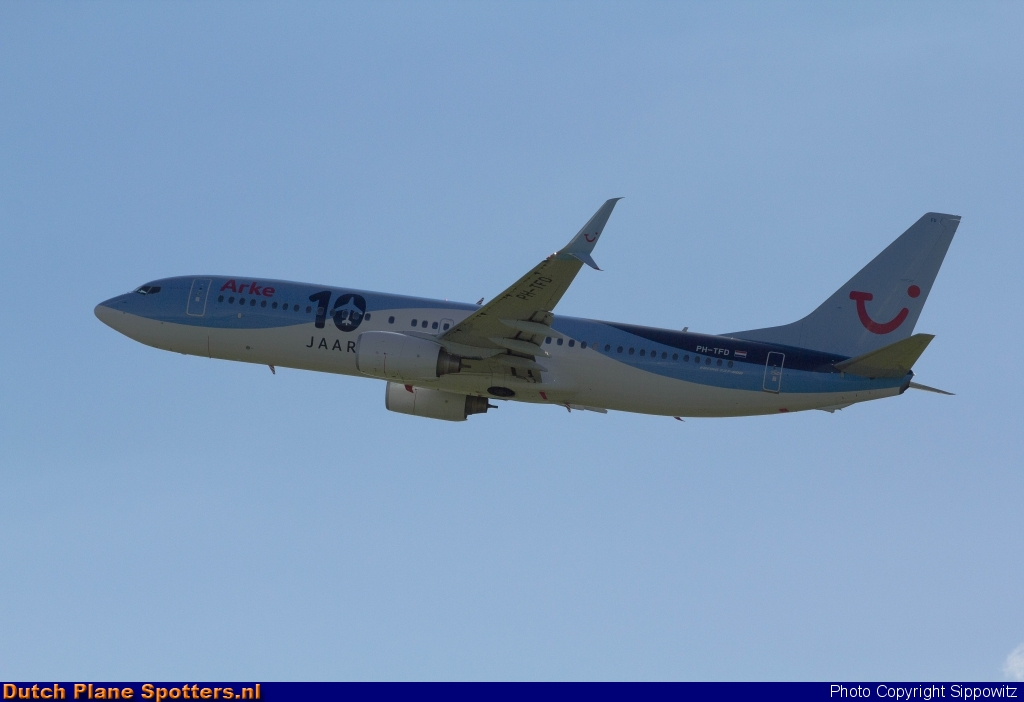 PH-TFD Boeing 737-800 ArkeFly by Sippowitz