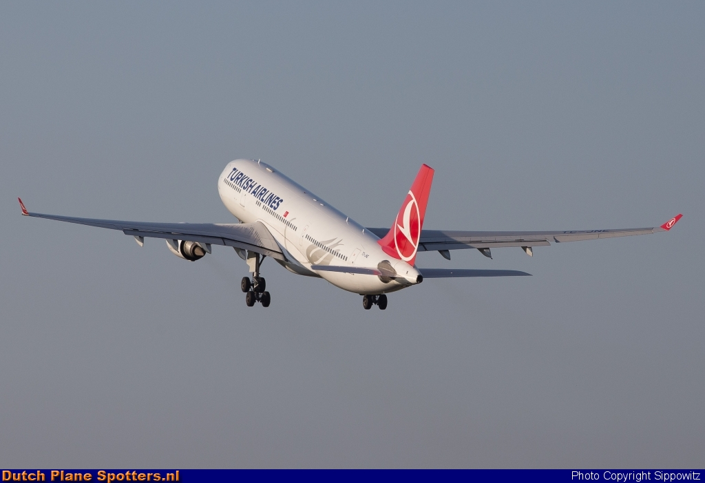 TC-JNE Airbus A330-200 Turkish Airlines by Sippowitz