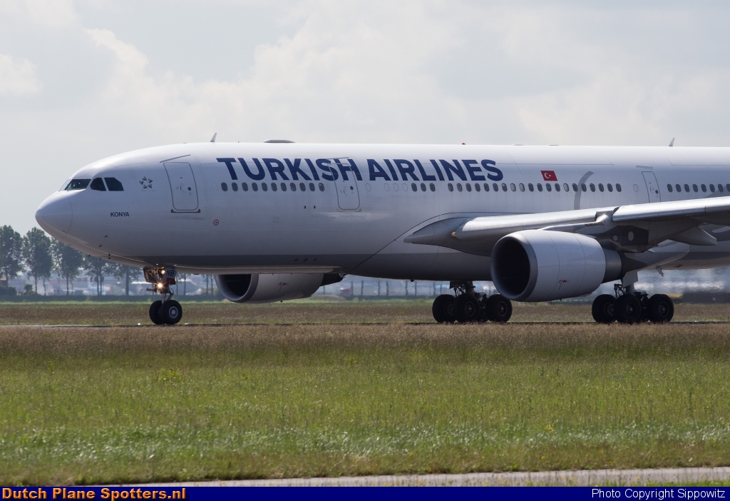 TC-JNB Airbus A330-200 Turkish Airlines by Sippowitz