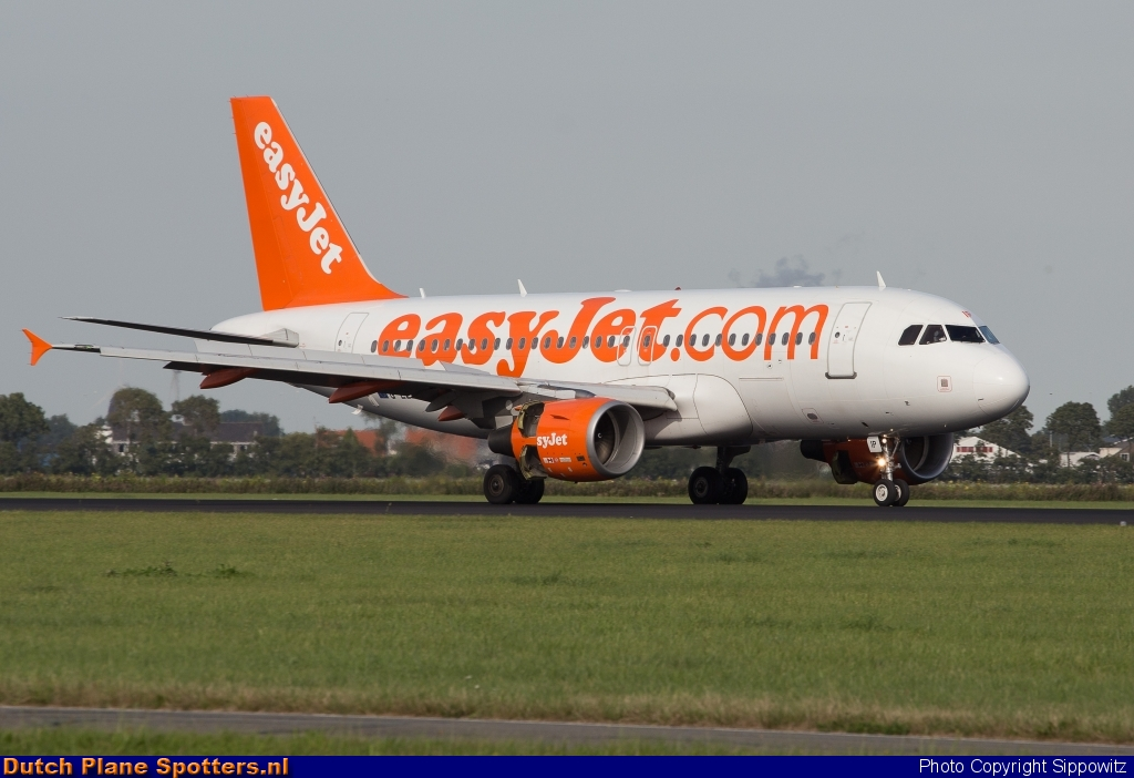 G-EZIP Airbus A319 easyJet by Sippowitz