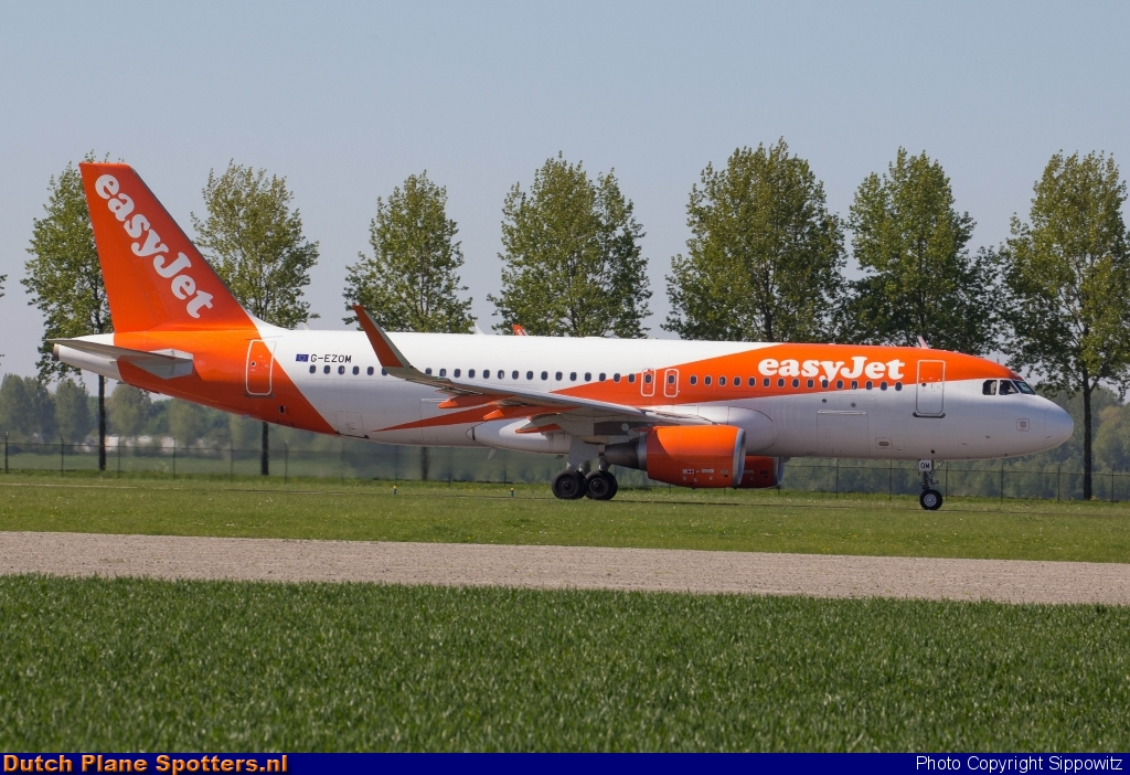 G-EZOM Airbus A320 easyJet by Sippowitz