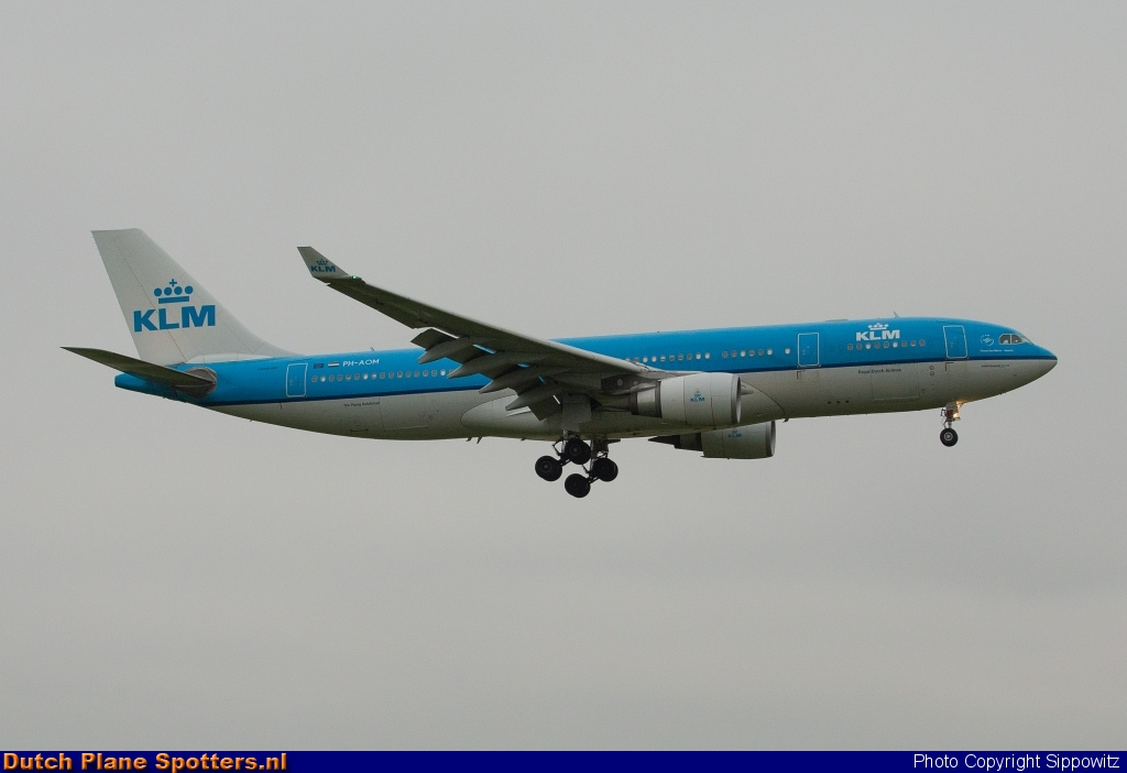 PH-AOM Airbus A330-200 KLM Royal Dutch Airlines by Sippowitz