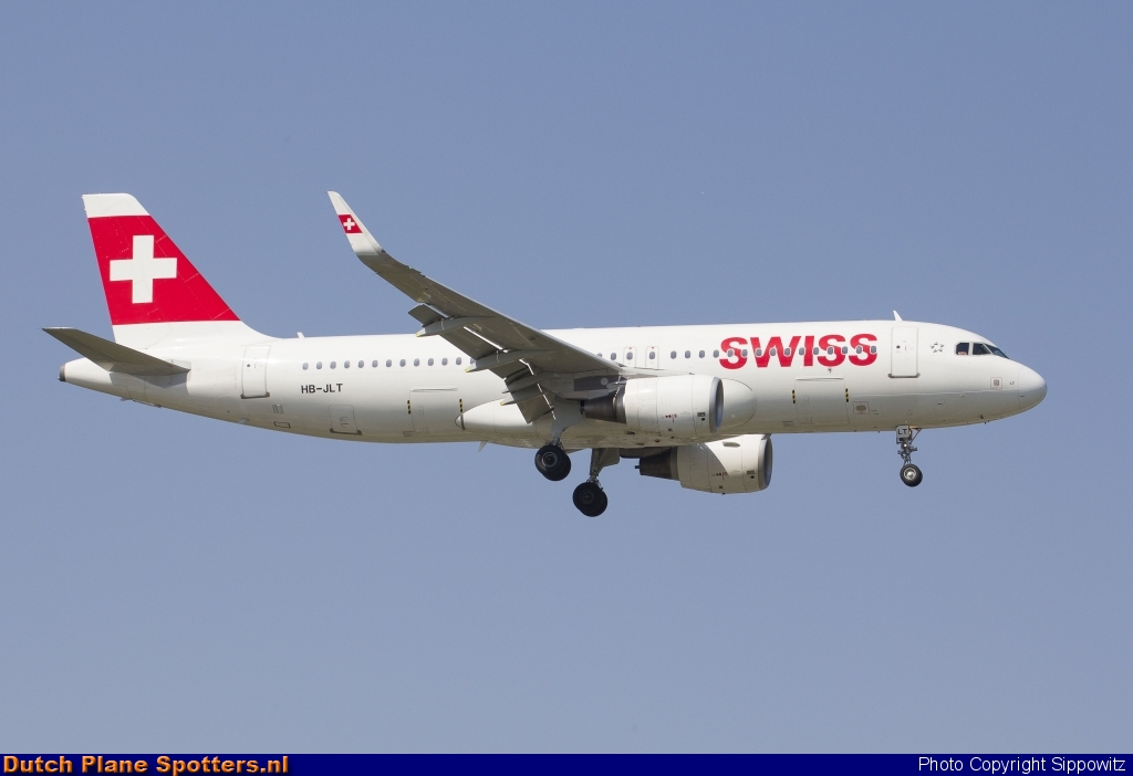 HB-JLT Airbus A320 Swiss International Air Lines by Sippowitz