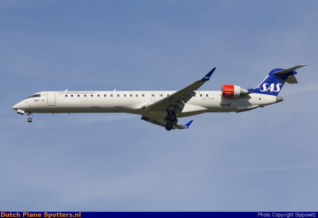 EI-FPN Bombardier Canadair CRJ900 SAS Scandinavian Airlines by Sippowitz