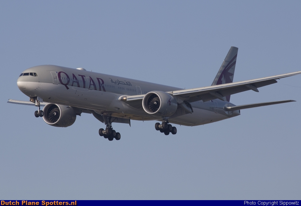 A7-BER Boeing 777-300 Qatar Airways by Sippowitz