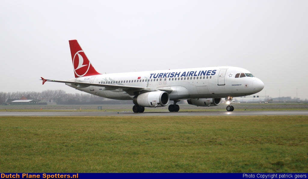 TC-JPC Airbus A320 Turkish Airlines by patrick geers
