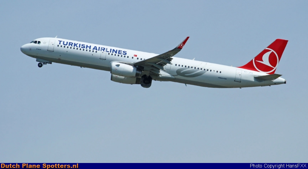 TC-JTH Airbus A320 Turkish Airlines by HansFXX
