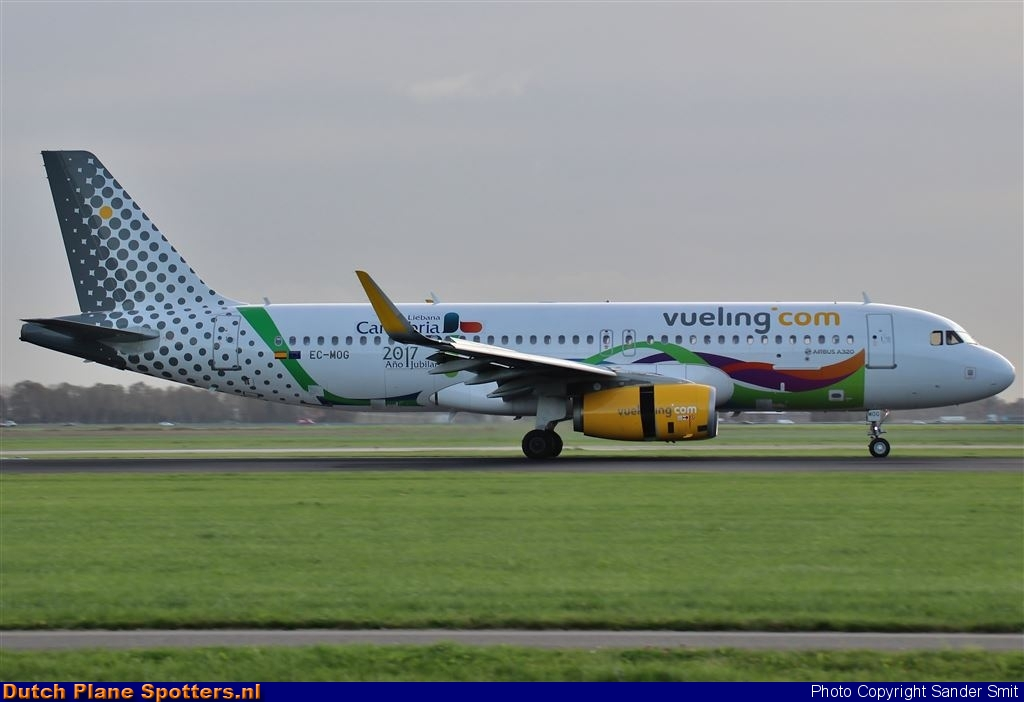 EC-MOG Airbus A320 Vueling.com by Sander Smit