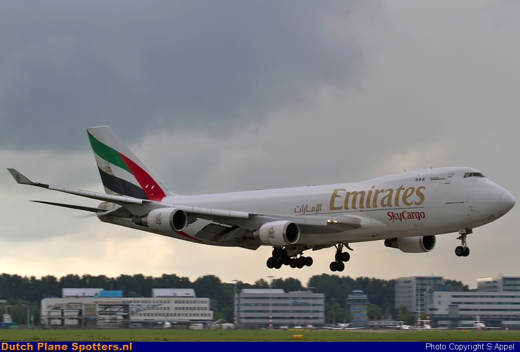 N415MC Boeing 747-400 Emirates Sky Cargo by S.Appel