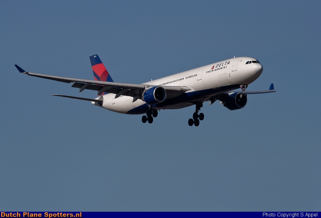 N803NW Airbus A330-300 Delta Airlines by S.Appel